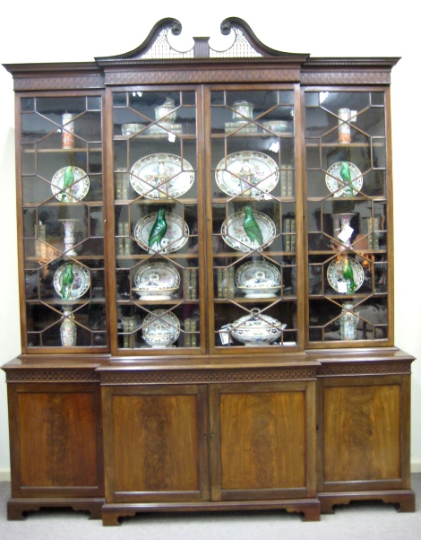 Fine Chippendale Style Mahogany Breakfront Bookcase