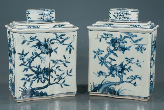 Pair of blue and white Chinese porcelain tea canister jars