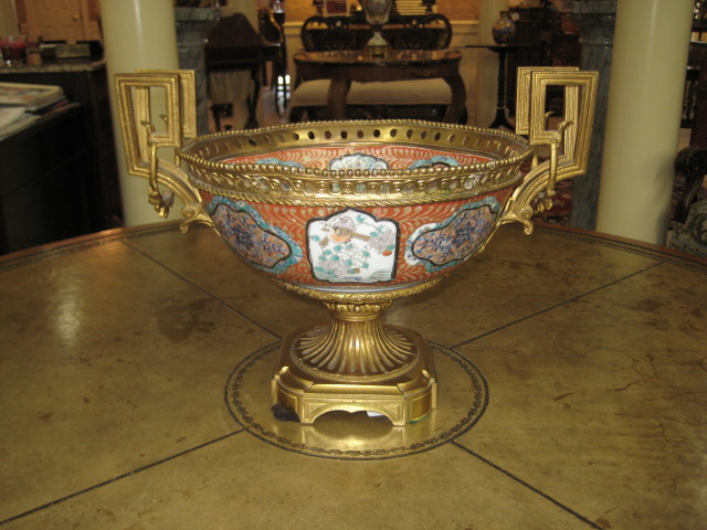 DORE' MOUNTED BOWL