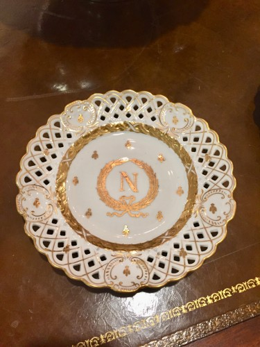 Set of 12 Dinner Plates with Napoleonic Crest & Bee Motif